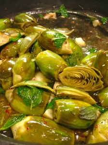 Baby artichokes with garlic and mint