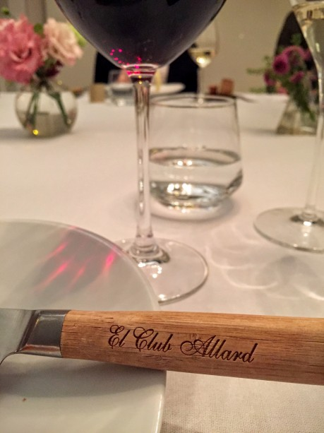 El Club Allard table setting